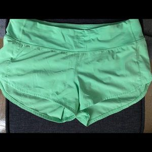 "Lululemon speed up 2.5"" shorts! Size 6"